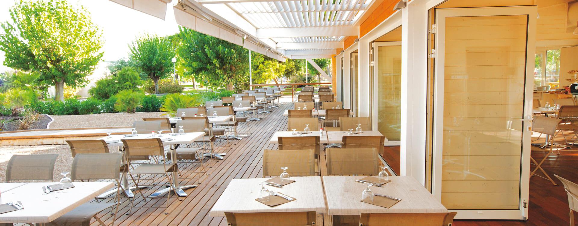 restaurant en pinede hotel club plein sud
