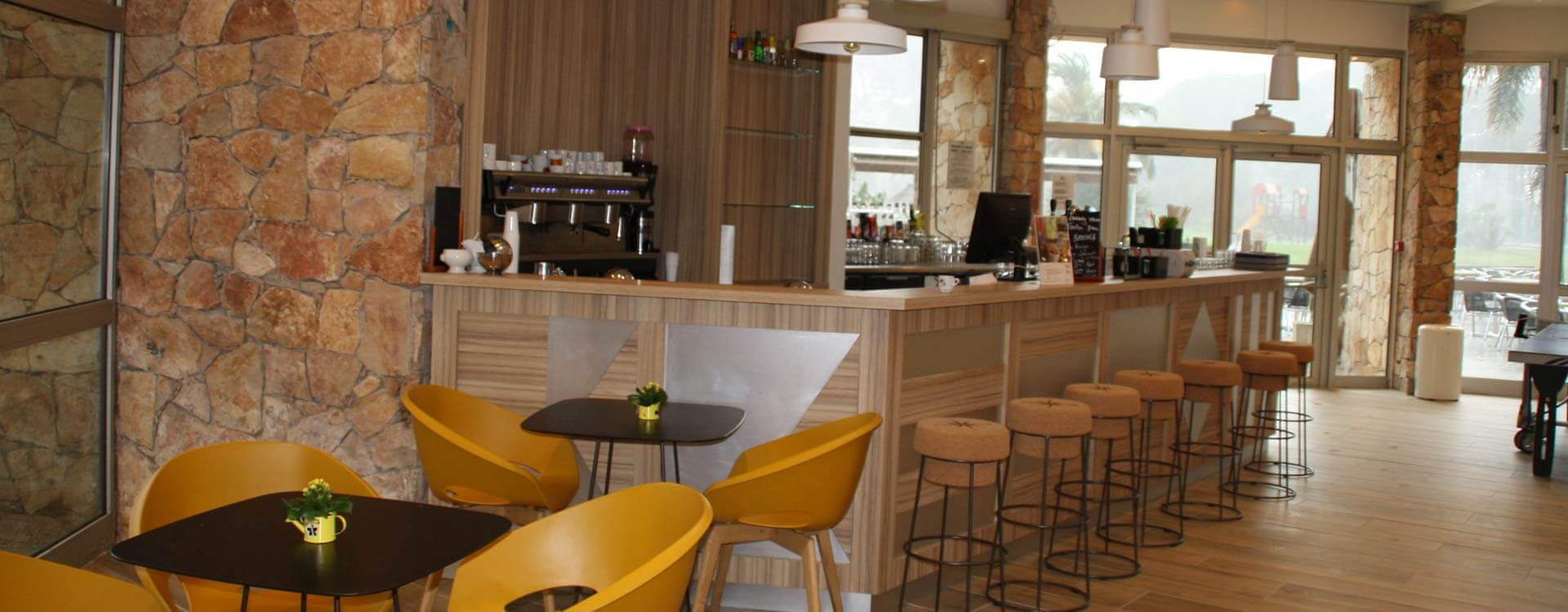 bar hotel plein sud a hyeres